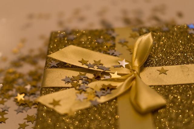 Самое яркое оформление подарка к новому году