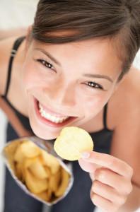 femeie mancare cartofi dieta