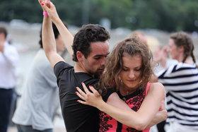 В чем танцуют хастл